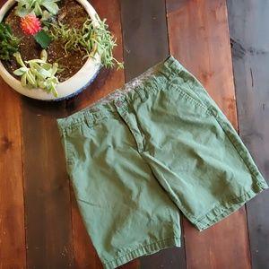 🍒3/$25 H&M L.O.G.O green chino shorts